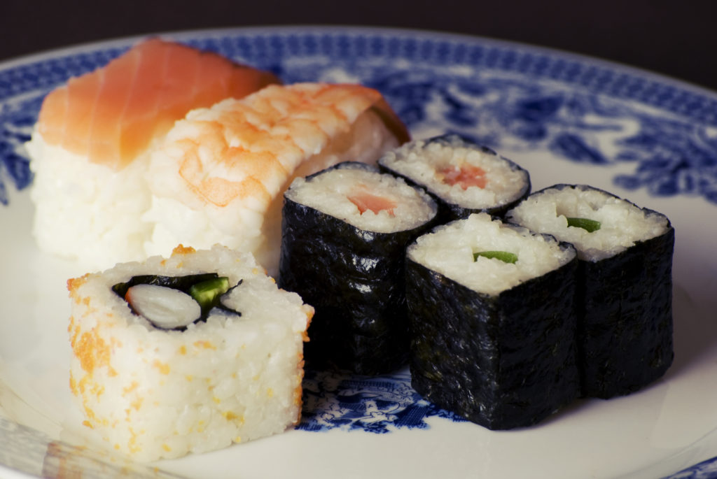 5 Surprisingly Easy-To-Use Sushi Maker for Beginners